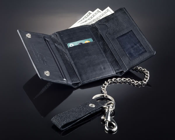 Enticing Chain wallets for men